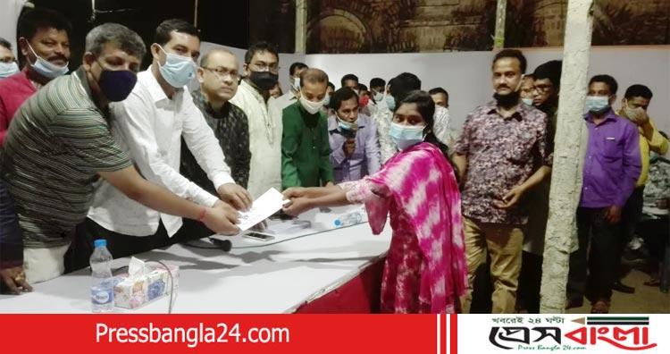 না'গঞ্জ জেলা যুব ঐক্য পরিষদের উদ্যোগে দুস্থ মেধাবী শিক্ষার্থীদের বৃত্তি প্রদান